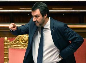 """Salvini: """"Nel 2018 rivoluzione fiscale e lavoro su Iva e flat tax. Nessun limite al contante"""""""