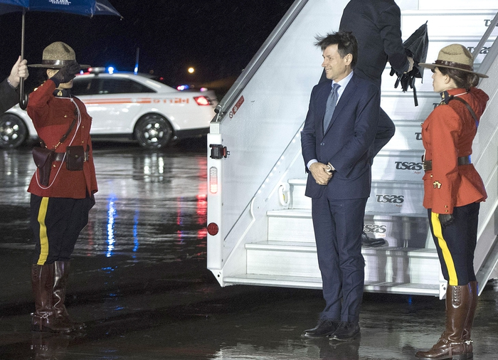 """Conte al G7 in Canada con aereo di Stato: """"Su quello di linea non c'era posto"""". Il premier al """"debutto"""" internazionale: """"D'accordo con Trump, la Russia torni nel G8"""""""