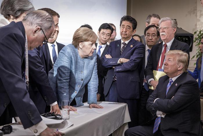 Trump fa saltare tutto: il presidente ritira la firma sul documento finale via twitter. Poi vola a Singapore per l'incontro con Kim