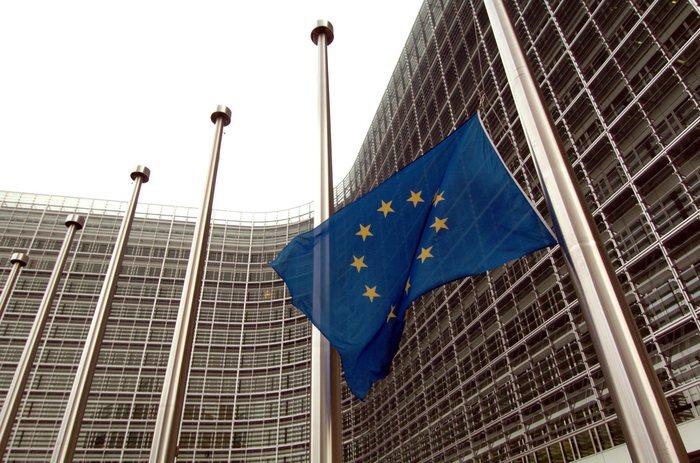 Europa, agli italiani non piace l'Ue: preoccupati per la disoccupazione e per l'economia, indice gradimento resta basso