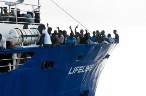 """Migranti, Conte: """"Lifeline a Malta e l'Italia accoglierà una parte dei migranti"""""""