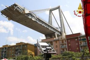 """Ponte Morandi, scricchiola il moncone: stop al recupero dei beni. Pm: """"Pronti ad autorizzare l'abbattimento"""""""