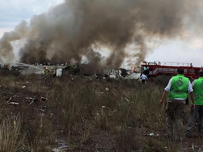 Messico, aereo precipita subito dopo il decollo: a bordo 101 persone, nessun morto