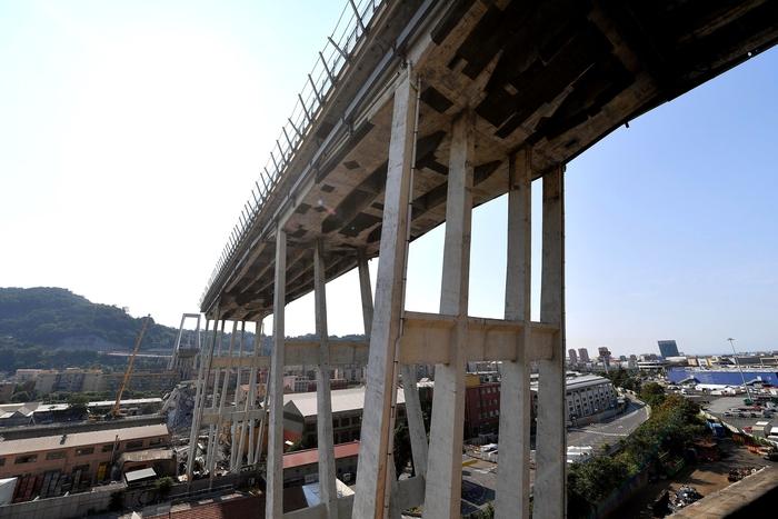 Genova, ecco gli indagati per il crollo del Ponte Morandi: c'è anche Brencich, il professore che criticò per primo il viadotto