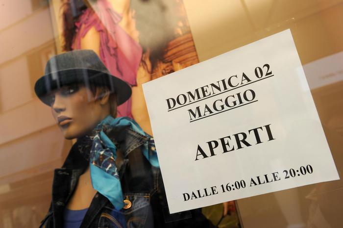 """Di Maio: """"Turni per le domeniche, aperto il 25% dei negozi. Legge entro la fine dell'anno""""."""