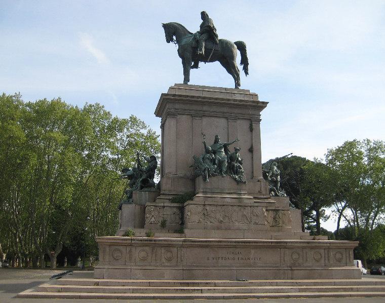 Roma, un altro crollo: viene giù parte del monumento di Garibaldi al Gianicolo. Il cedimento sarebbe stato causato da un fulmine
