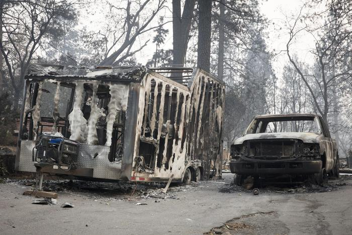 Incendi in California: bilancio di 31 morti, 228 dispersi e oltre 300mila gli sfollati