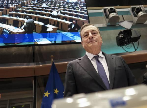 """Draghi: """"Fiducioso in un accordo Italia-Ue. Politiche insostenibili mettono a rischio altri Paesi"""""""