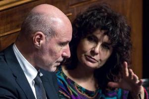 """Condono Ischia, maggioranza battuta in Senato. M5s valuta espulsione dissidenti, Nugnes: """"Provvedimenti contro di noi? Non ho paura"""""""