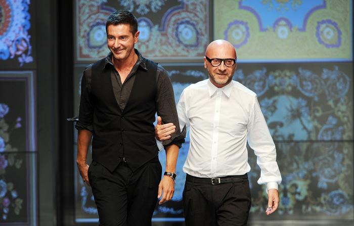 """Pechino, Dolce & Gabbana accusati di razzismo. I due stilisti si difendono """"Profili social hackerati"""". Spariscono da e-commerce cinese"""
