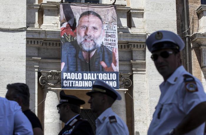 """Siria, Times: """"Padre Paolo Dall'Oglio sarebbe vivo. In mano all'Isis"""". Il sacerdote gesuita è stato rapito nel 2013"""