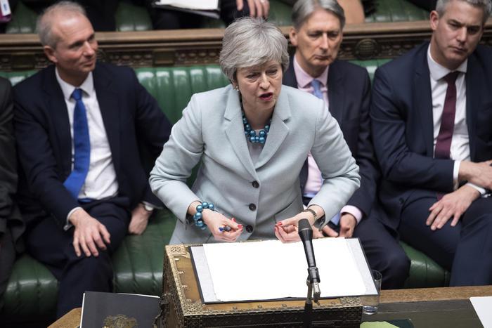 Brexit, passa emendamento Letwin che dà controllo al Parlamento: si dimettono tre sottosegretari
