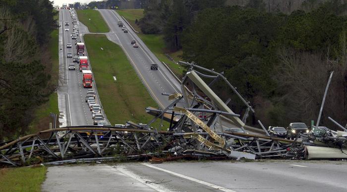 Usa, Tornado devastano l'Alabama: almeno 23 morti, tra cui 2 bambini