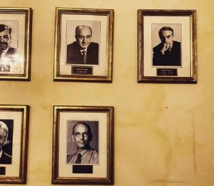 Palazzo Chigi, il mistero: è sparita la foto di Matteo Renzi dal muro dei premier