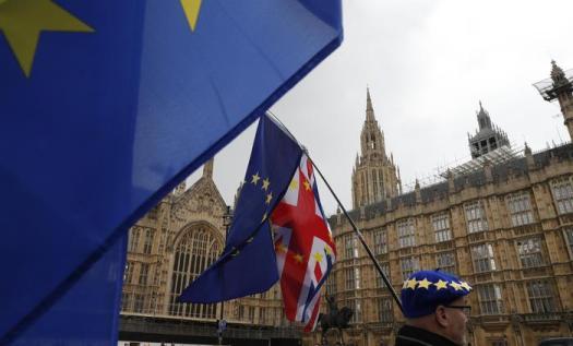 Brexit, la Camera dei Comuni vota legge anti-no deal: la maggioranza obbliga la May a chiedere un'altra proroga