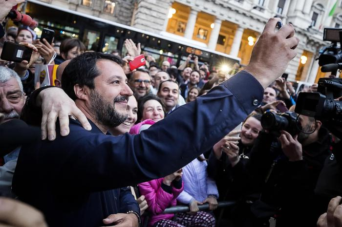 """""""Salva Roma"""", tensione nel Governo. Salvini: """"Raggi si tiene i debiti"""". Conte: """"Non siamo i tuoi passacarte"""""""