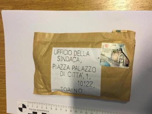 Torino, busta con esplosivo al sindaco Appendino: la Questura punta sulla pista anarchica