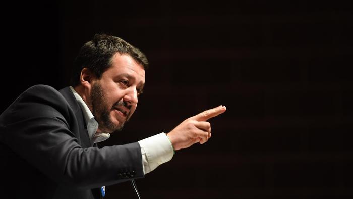 """Caso Siri, Salvini replica ai cinque stelle: """"Tappatevi la bocca. Ultimo avviso"""""""