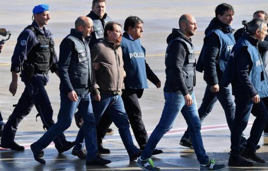 La Corte d'Assise conferma l'ergastolo per Cesare Battisti. Tra tre anni e mezzo potrà ottenere i permessi