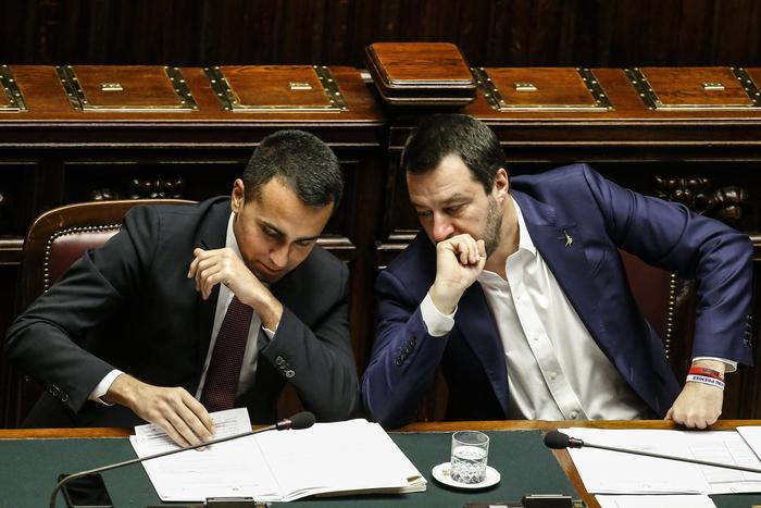 """Vertice con Conte. Tregua tra Salvini e Di Maio: """"Governo va avanti"""""""