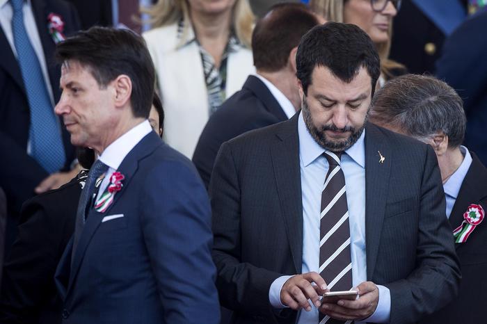 Salvini accelera la crisi: mozione di sfiducia a Conte in Senato. Sfida accettata