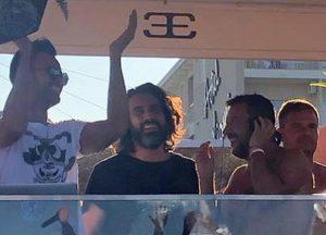 Salvini e l'Inno al Papeete con le cubiste, le critiche dei vertici della Difesa