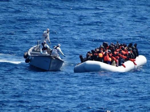 """Migranti: bocciata risoluzione Ue pro-Ong. M5s si astiene: per il Pd """"è un problema, la pensano come Salvini"""""""