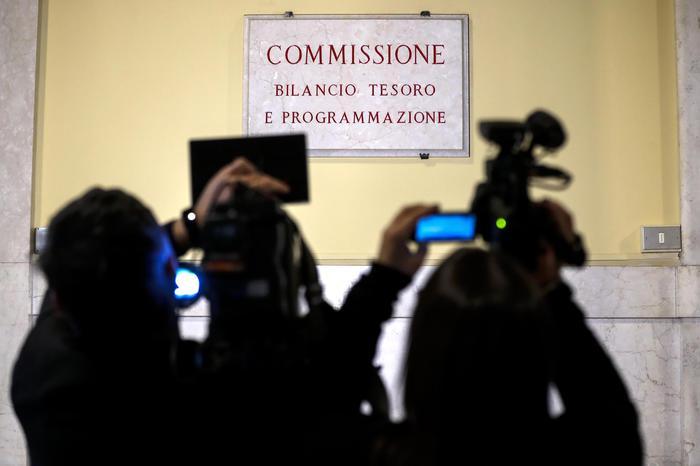Auto aziendali, plastic tax, reddito di cittadinanza, Imu Chiesa: la manovra in Parlamento