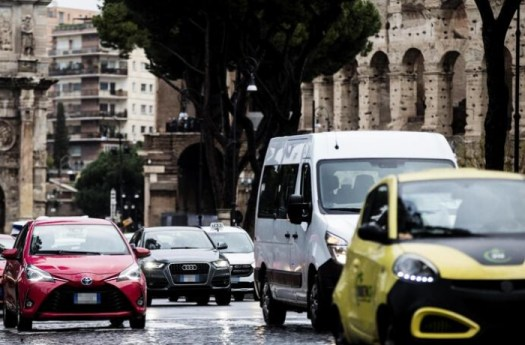 Roma seconda città al mondo per ore perse nel traffico. Milano è settima