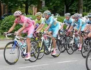 Il Giro d'Italia domani a Magenta Magenta Magentino Prima Pagina Sport