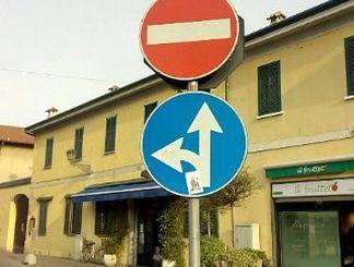 270 cartelli stradali pazzi. Un dossier della Lega Nord Piazza Litta (Ossona) Prima Pagina
