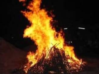 falo Accendono un fuoco in piazza 4 e se ne vanno Piazza Litta (Ossona) Prima Pagina