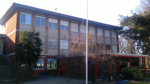 Scuola Media Vergani Novate Milanese.Furto Nella Scuola Media Orio Vergani Di Novate Milanese Co Notizie