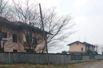 palo-350x230 Il palo di via Libero Grassi come la torre di Pisa. Che pende, che pende e... Piazza Litta Prima Pagina