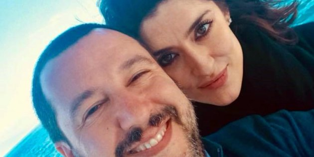 ++ATTENZIONE LA FOTO NON PUO' ESSERE PUBBLICATA O RIPRODOTTA SENZA L'AUTORIZZAZIONE DELLA FONTE DI ORIGINE CUI SI RINVIA+++ Matteo Salvini e Elisa Isoardi in una foto pubblicata sul profilo Facebook di Salvini.