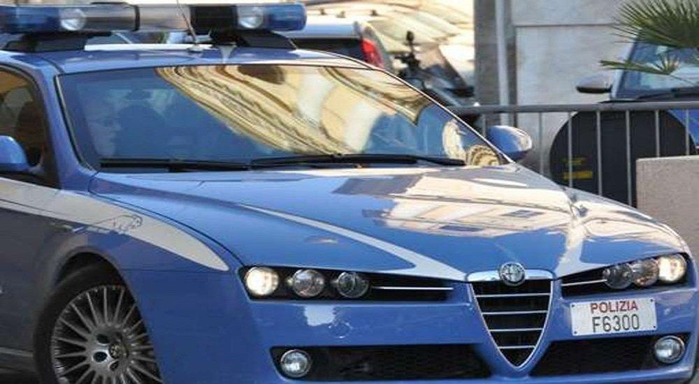 Napoli, tentano un furto al distributore automatico di una farmacia: arrestati