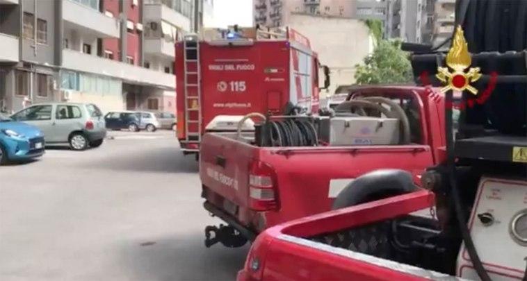 Napoli, incendio ai Colli Aminei: bimbo di 5 anni intossicato