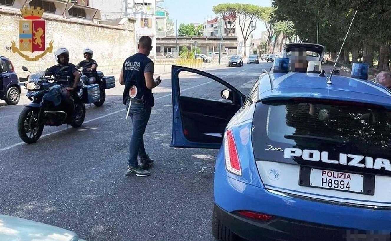 Napoli, alto impatto della polizia a Secondigliano: 65 identificati