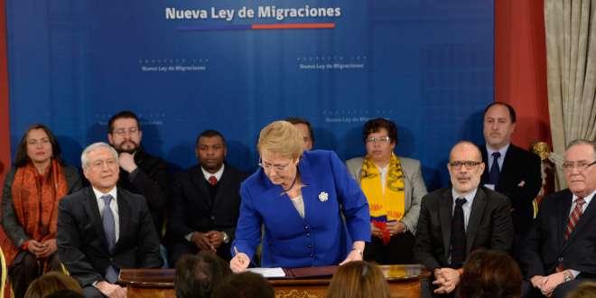 Presidenta Bachelet encabezó la firma del proyecto de nueva Ley de Migraciones