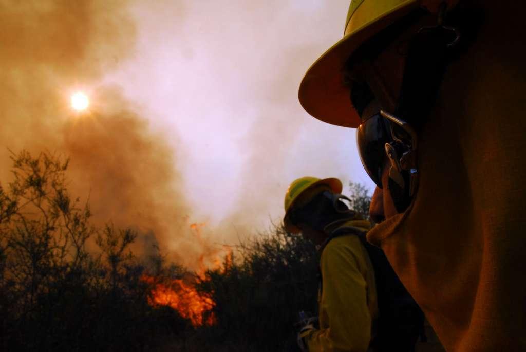 4 bomberos resultan lesionados combatiendo incendios forestales en Nacimiento