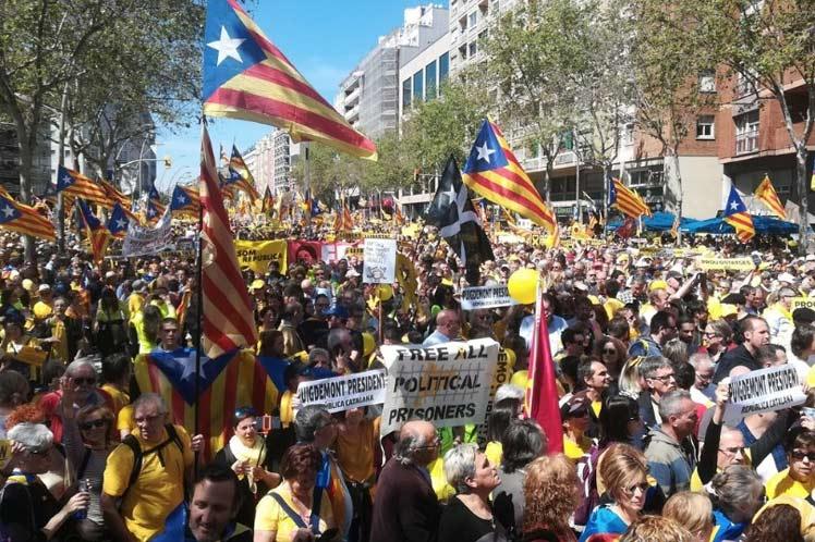Multitudinaria manifestación en Barcelona por la libertad de líderes independentistas