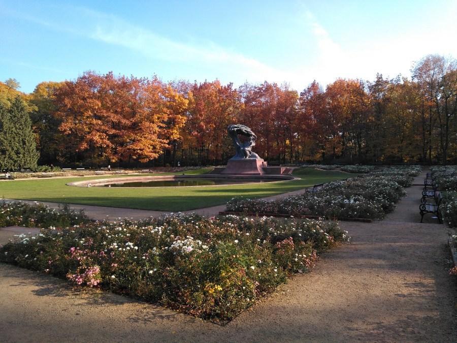 Qué ver en Varsovia en un día. Parque Lazienki. Monumento a Chopin.