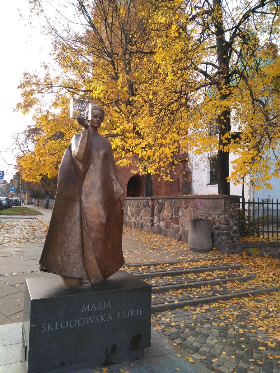 Estatua de Marie Curie.