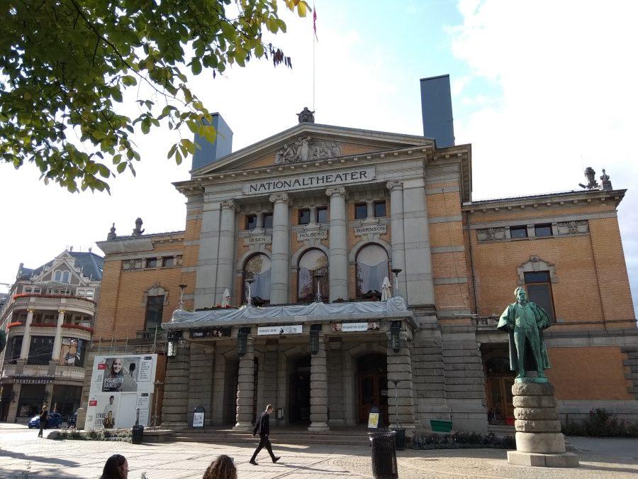 Qué ver en Oslo. Teatro Nacional de Noruega.