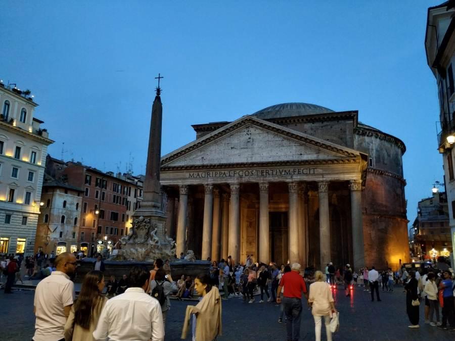 Iluminado sorprende todavía más. Panteón de Agripa, Roma.