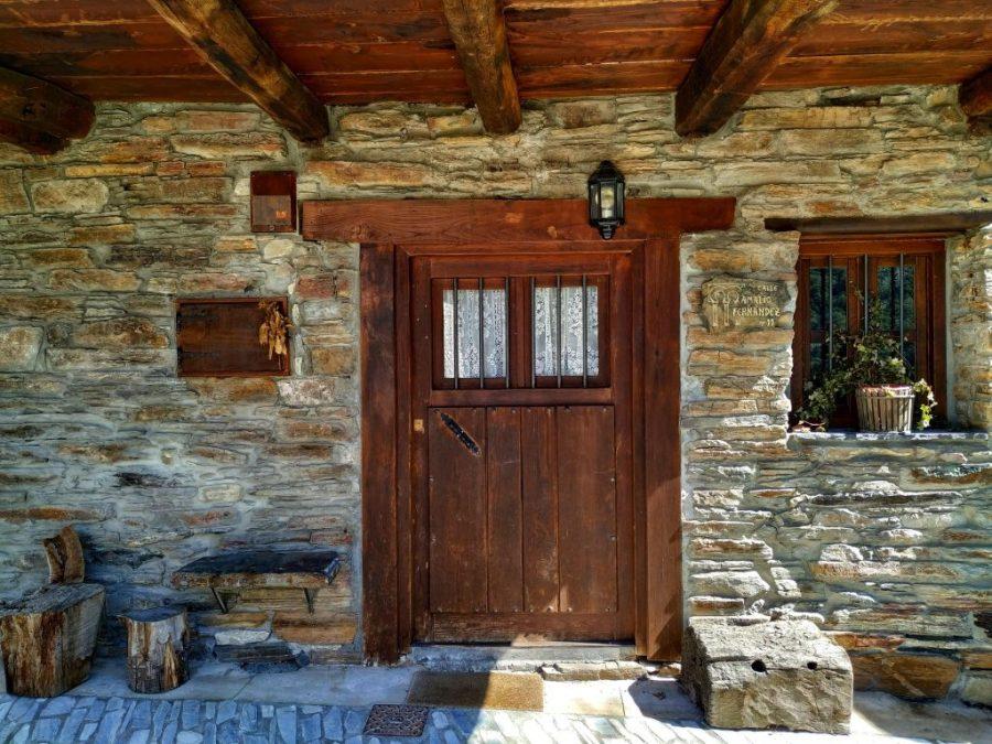 Puerta de un hogar.