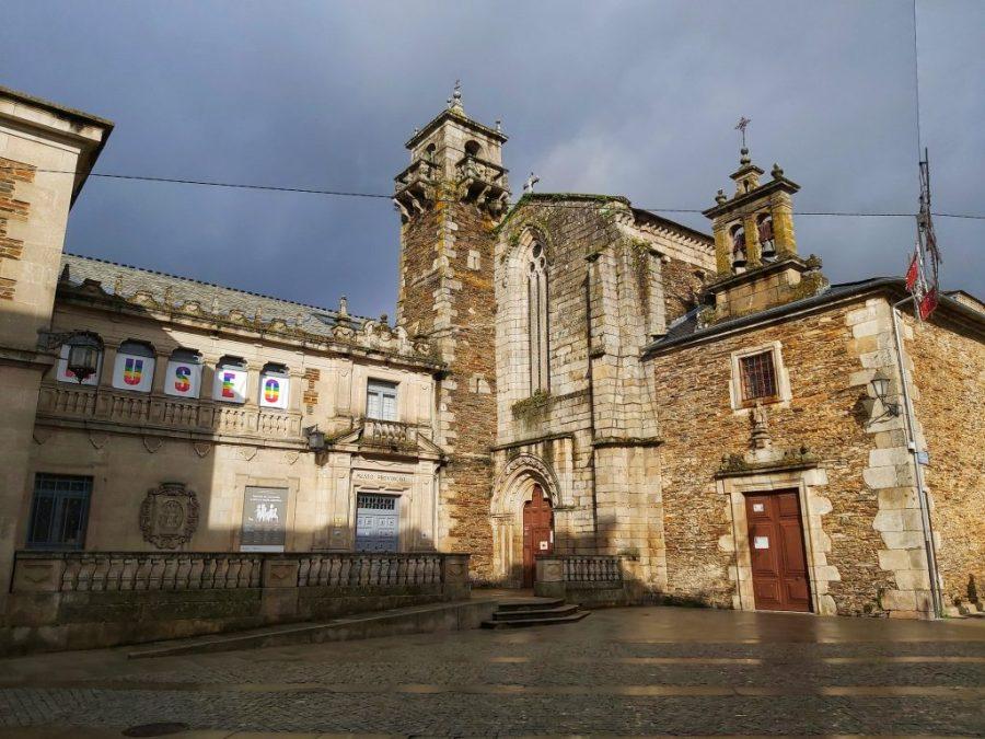 Museo Provincial e Iglesia de San Pedro.