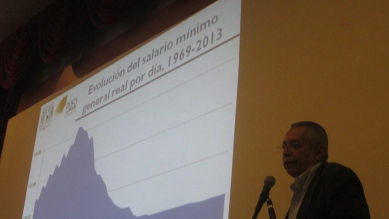 """""""Esto es simplemente una vergüenza nacional"""", lamentó Cordera al exhibir la insultante caída del salario mínimo en México."""