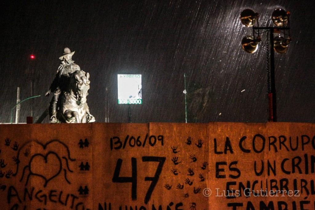 Antes del cierre de la edicion una llovista y una lluvia re rayos y relampagos callo sobre la ciudad