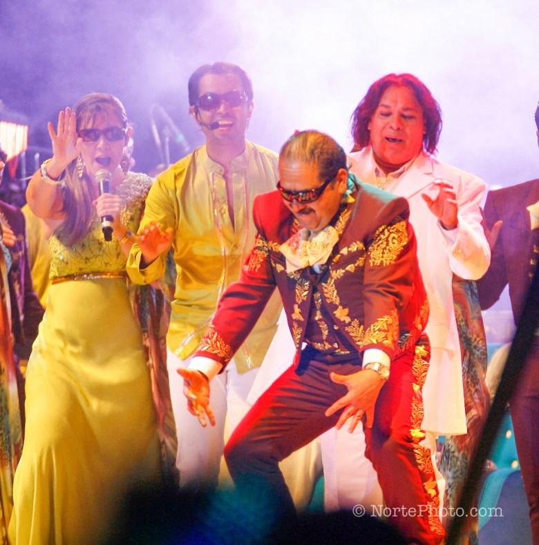 El cantante mexicano Juan Gabriel tambien conocido como el ¨Divo de Juarez¨ durante la noche del concierto en Centro Fox ubicado en San Francisco del Rincón, municipio de Leon Guanajuato. México .*1*Junio*2012*.**Photo:©*Tirador*Tercero*/NortePhoto.com**